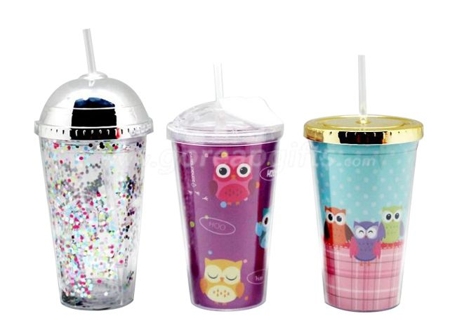 New style attractive promotional 24oz glitter insert double wall plastic tumbler with straw,gold plated lid