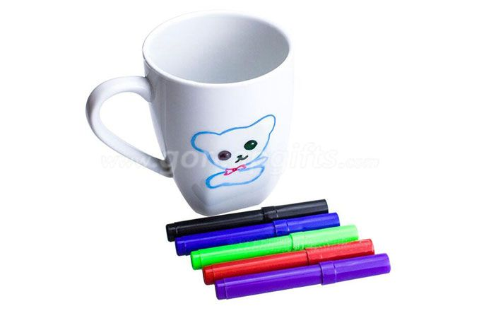 coloring ceramic  mug with  special coloring pen  and markers