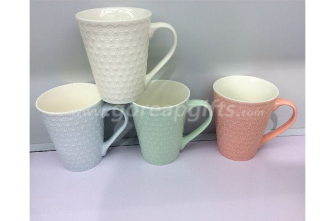 2018 hot sell color glazed relief mug embossed ceramic mug