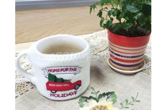 Customized cheap Ceramic coffee mug with knitted sleeve cover