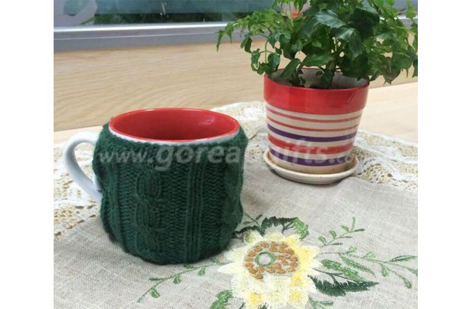 Classic ceramic coffee mug with Knitting cup cover